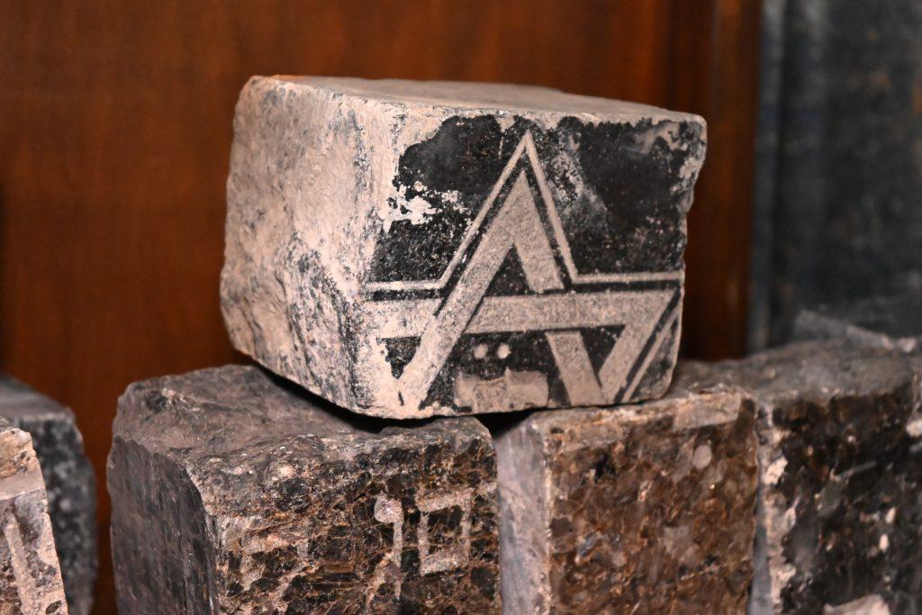 Výstavou Z náhrobků dlažbou zahájila Jeruzalémská synagoga návštěvnickou sezonu