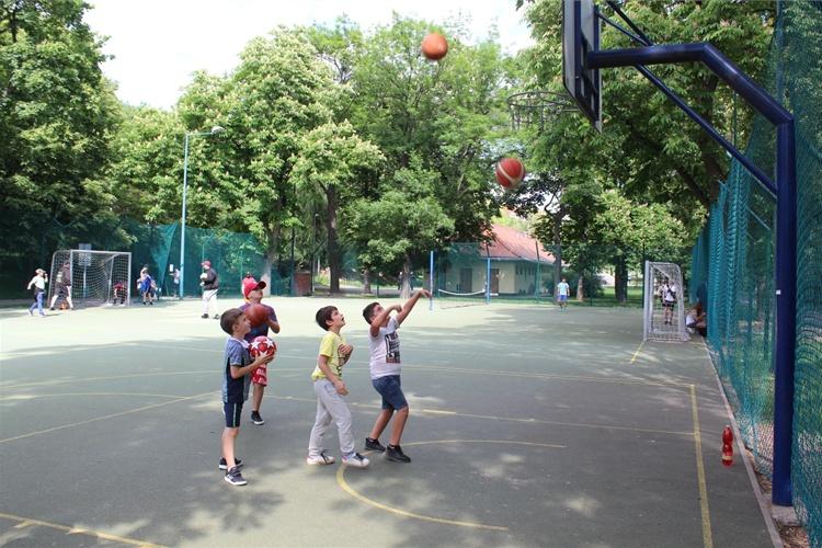 V parku Folimanka pokračuje výuka basketbalu zdarma