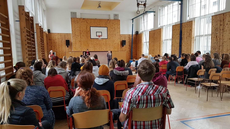 Téměř 4 tisíce středoškoláků se zúčastnilo přednášek registru a poznalo, komu a jak dává organizace naději na život