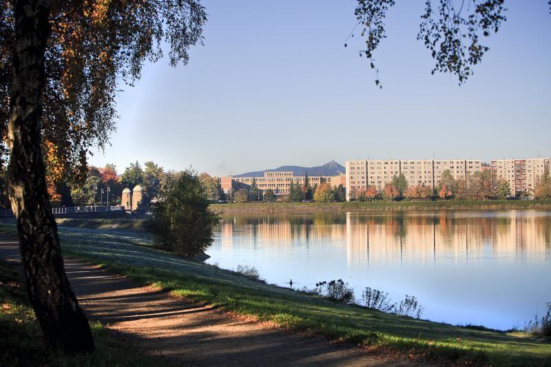 Přehrada Mšeno se nachází v blízkosti stejnojmenného sídliště v Jablonci nad Nisou.