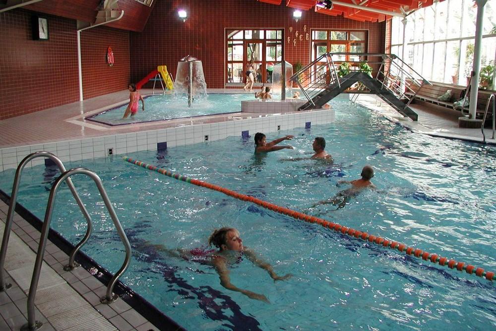 Krytý plavecký bazén v Hlinsku.