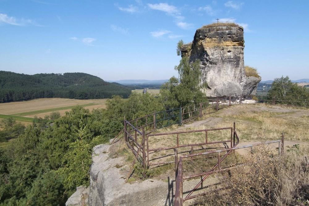 Zřícenina hradu Jestřebí.