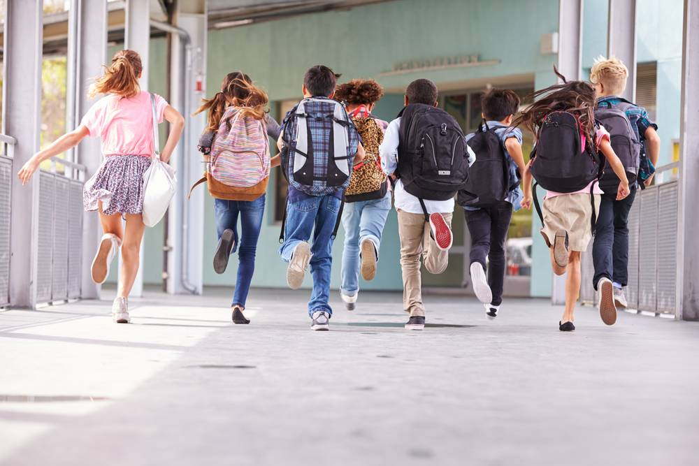 Velký návrat do školních lavic během června! Průzkum ukázal, že děti by o 2 roky prázdnin nestály