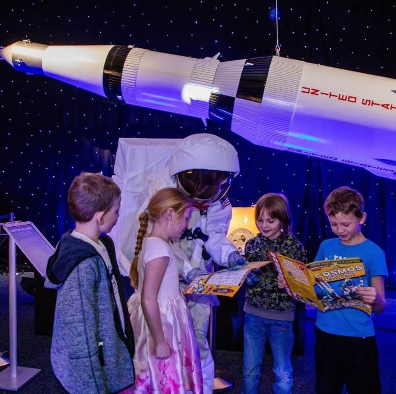 Popis: Výstava kosmonautiky Cosmos Discovery potrvá do konce srpna.