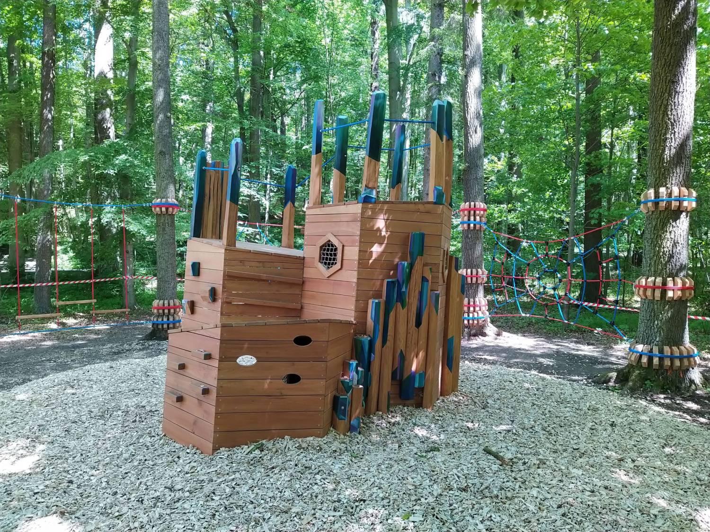 Naučná stezka Cesta drahokamů byla rozšířena o lesní hřiště