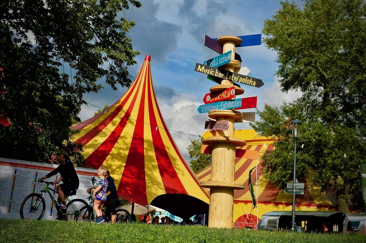 Buďme spolu. Český nový cirkus chystá pro Letní Letnou Light neopakovatelná představení