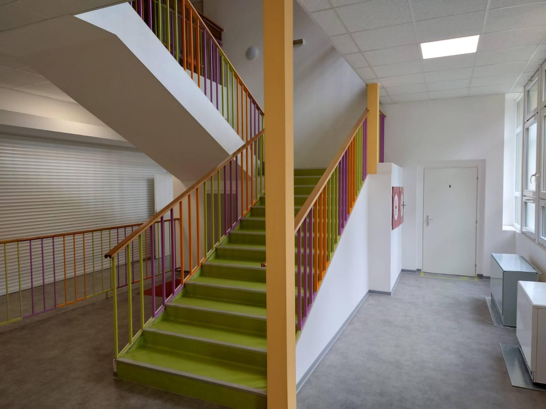 Nově upravené vstupní prostory v ZŠ 1. Máje v Náchodě-Bělovsi